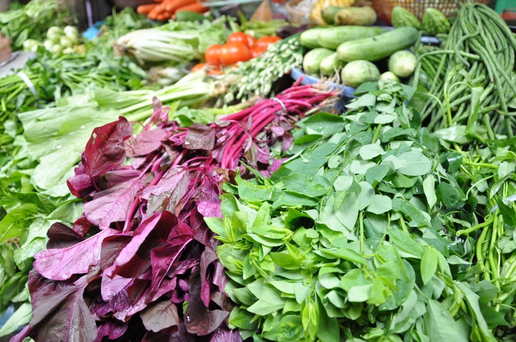 Food market opposite Dinh Y.