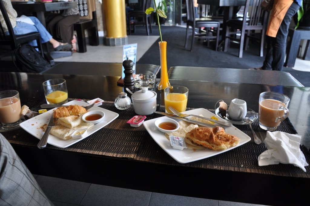 Here is our amazingly expensive breakfast in some sort of beautifully furnished air-conditioned cafe with free wi-fi.