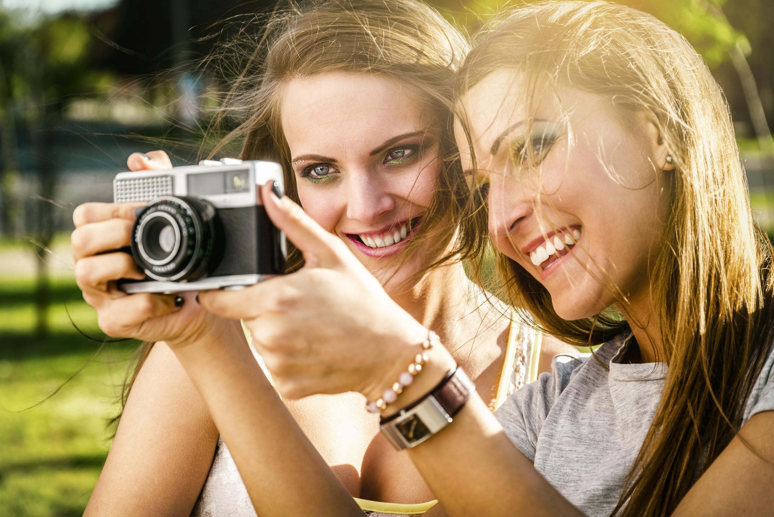 GirlsWithCamera.jpeg