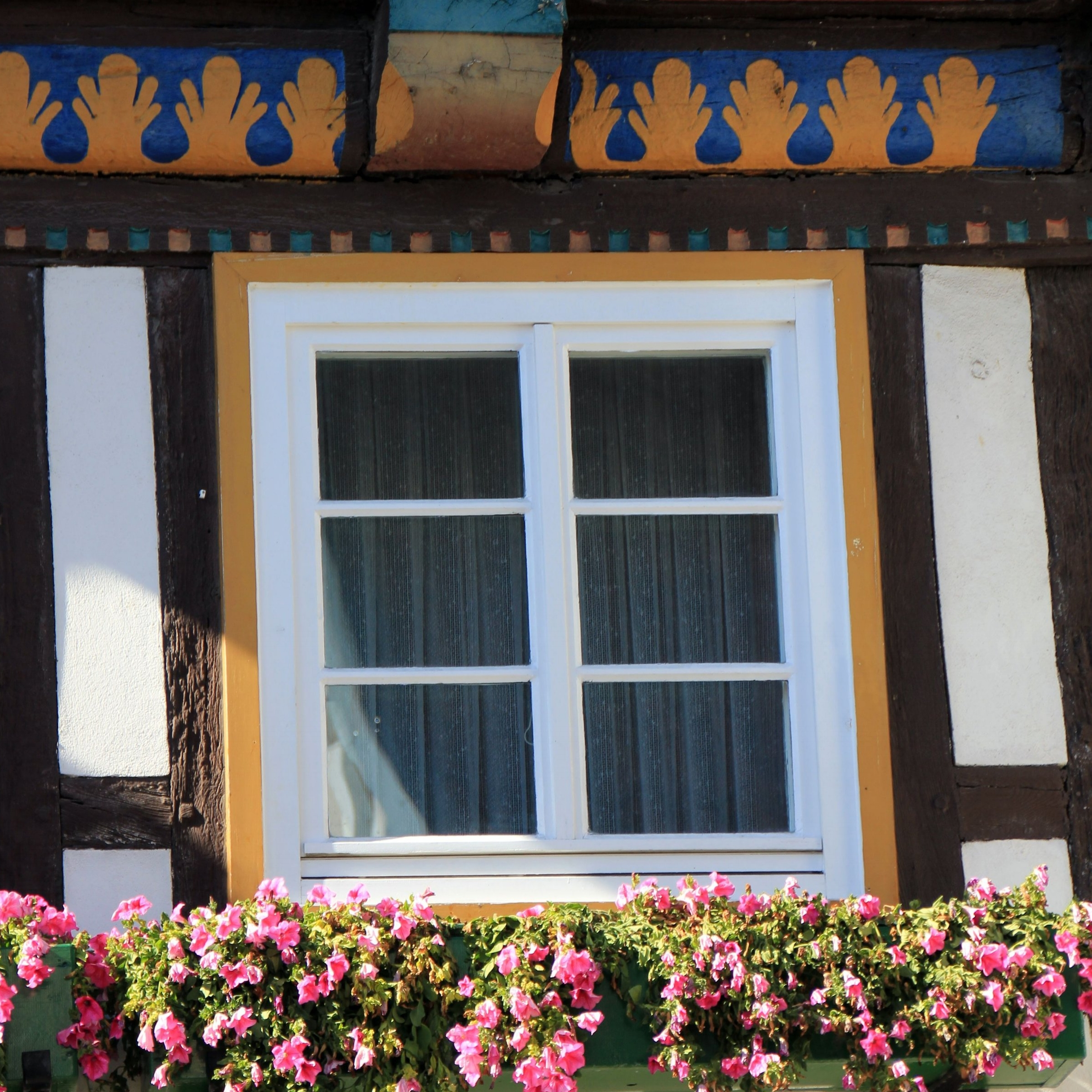house-flower-window-building-home-summer-1346988-pxhere.com.jpg