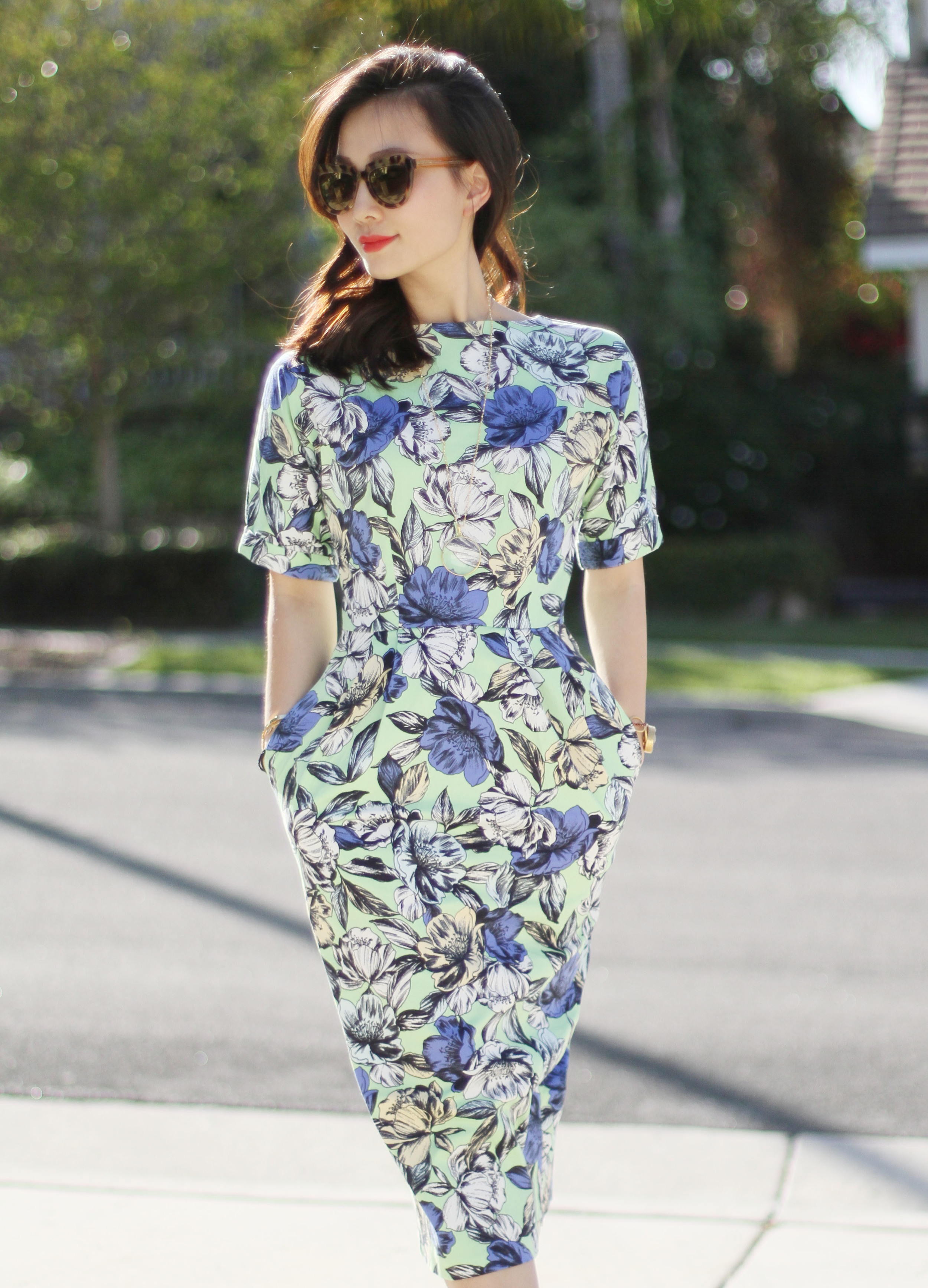 The classic definition of a  Wiggle Dress  to longtime vintage clothing sellers and shoppers is that the width of the hem of the dress is narrower than the hips. This narrowness keeps your legs close together at the knees, causing the 'Wiggle' when you walk.