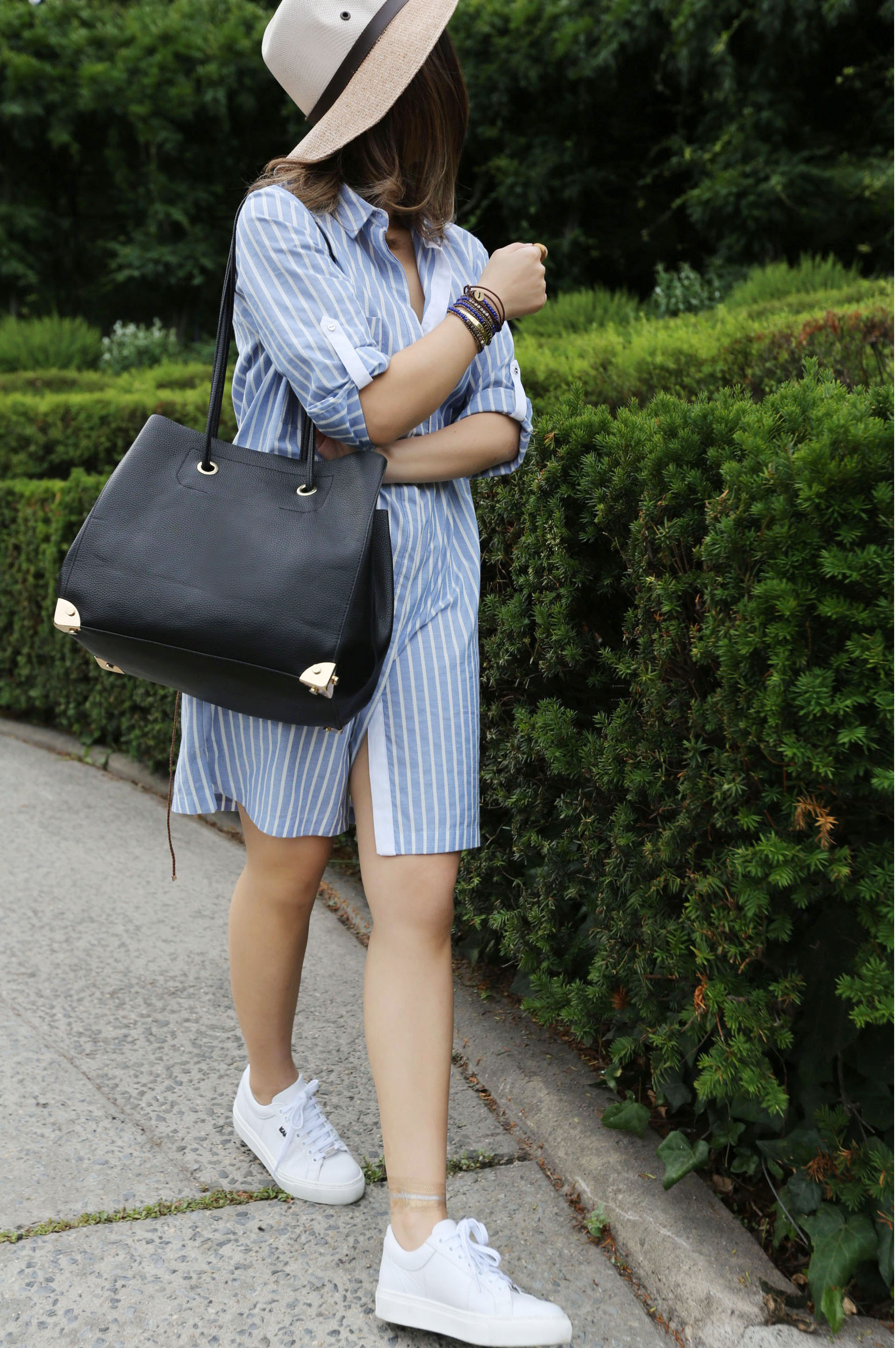 casual chic outfit with white sneaker.jpg