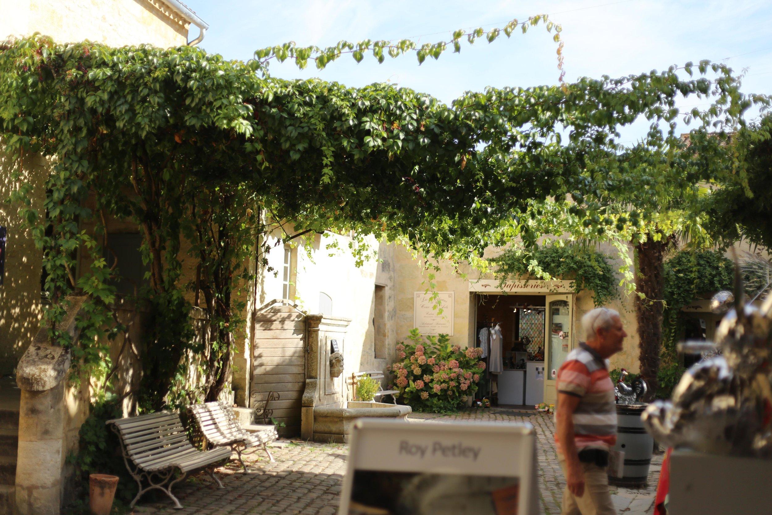 medieval village of Saint-Emilion bordeaux day time.JPG