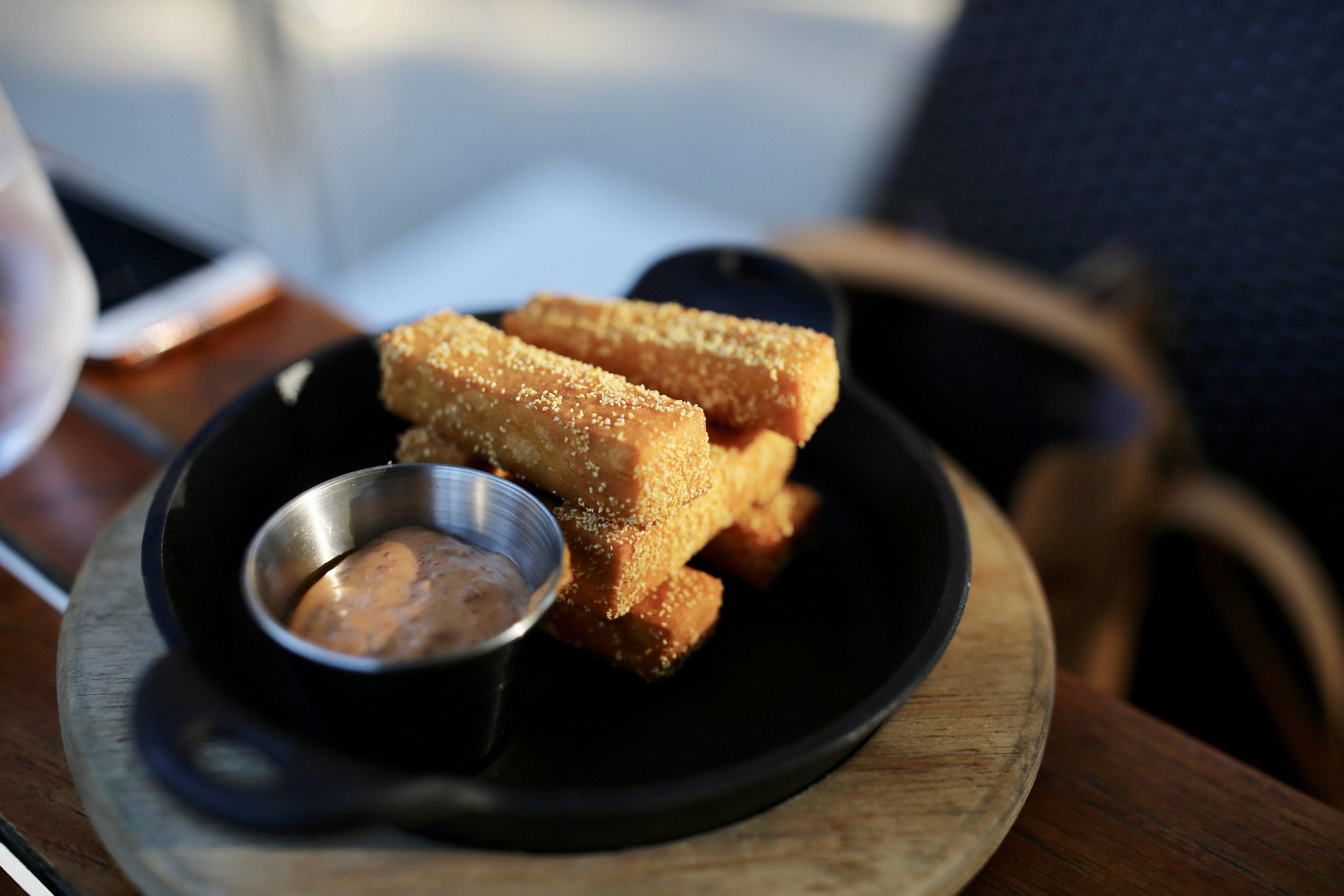 The roundhouse beacon NY bar food snack.jpg