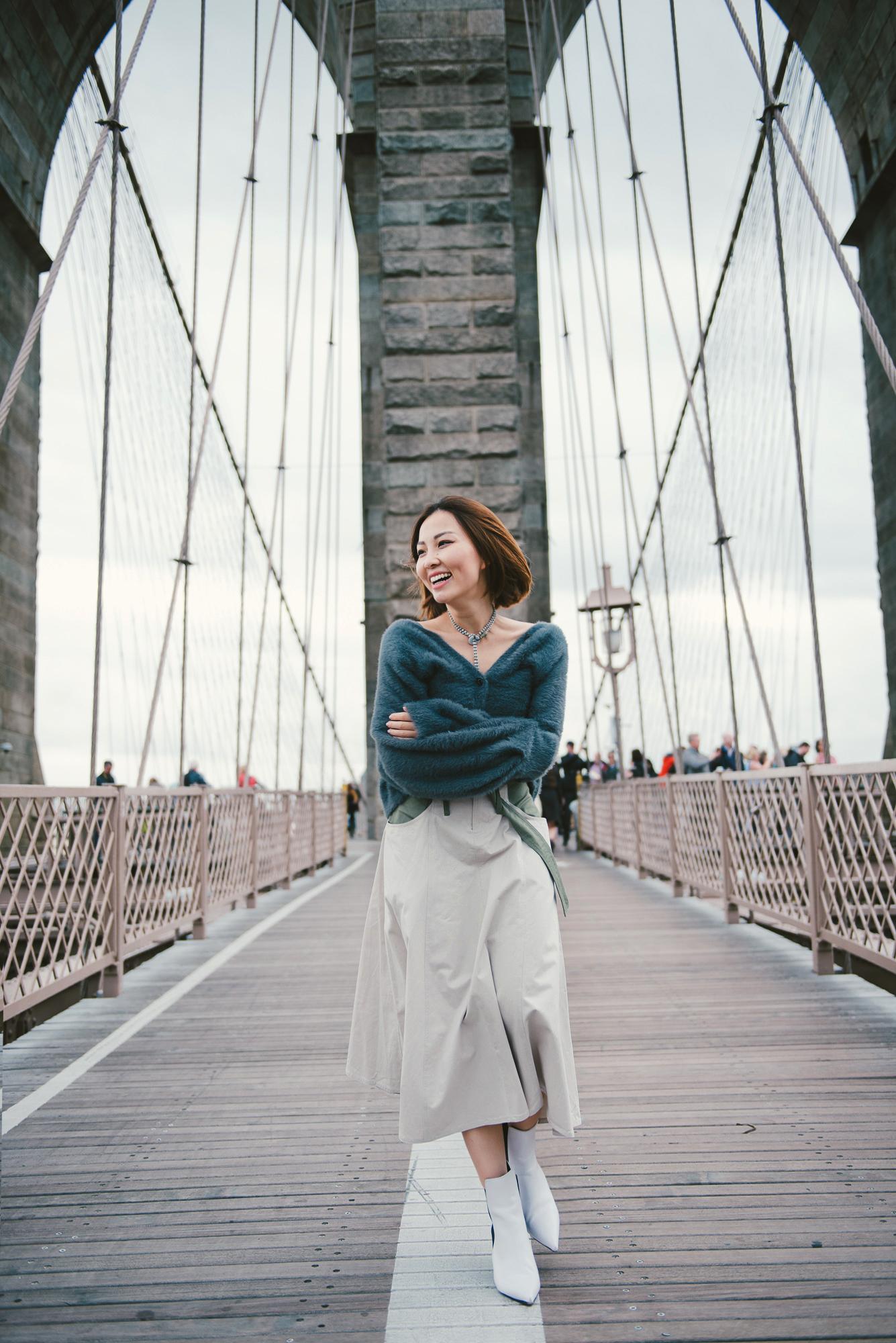 brooklyn bridge fashion blogger.jpg