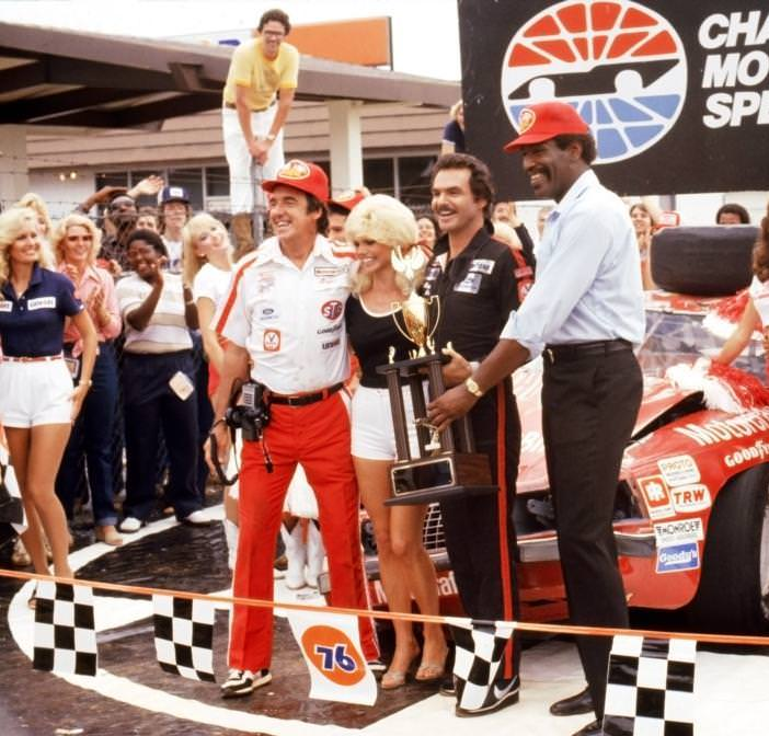 Jim Nabors, Loni Anderson, Burt Reynolds, and Bubba Smith in STROKER ACE