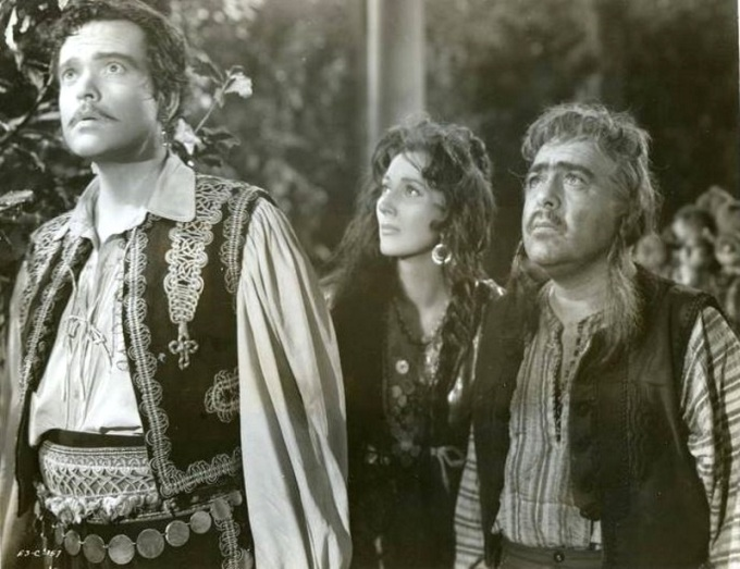 Orson Welles, Valentina Cortese, and Akim Tamiroff in BLACK MAGIC
