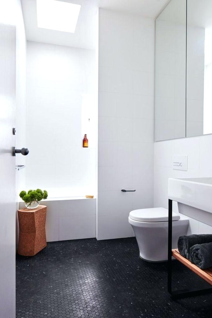 This example shows the overall concept of black floor with white walls. -