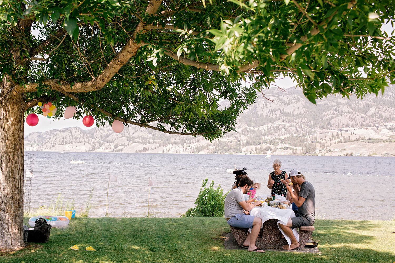 LeannePedersenPhotographers-VancouverPortraitPhotographer-okanagan-birthday004.jpg
