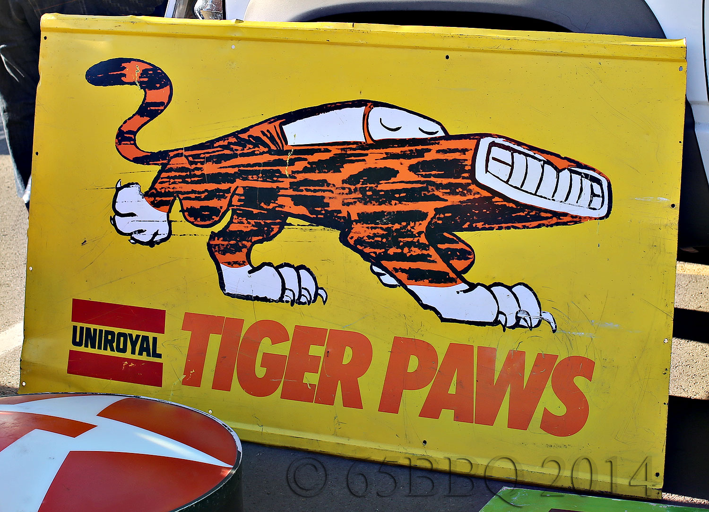 Vintage UNIROYAL Tiger Paws Sign-car-tografi Pomona Swap Meet 2014