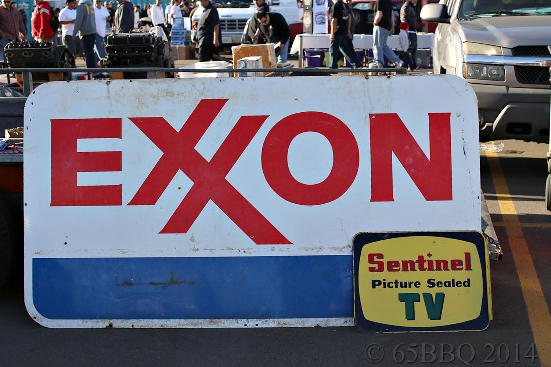 Pomona-1-14-1000exxon-sign.jpg