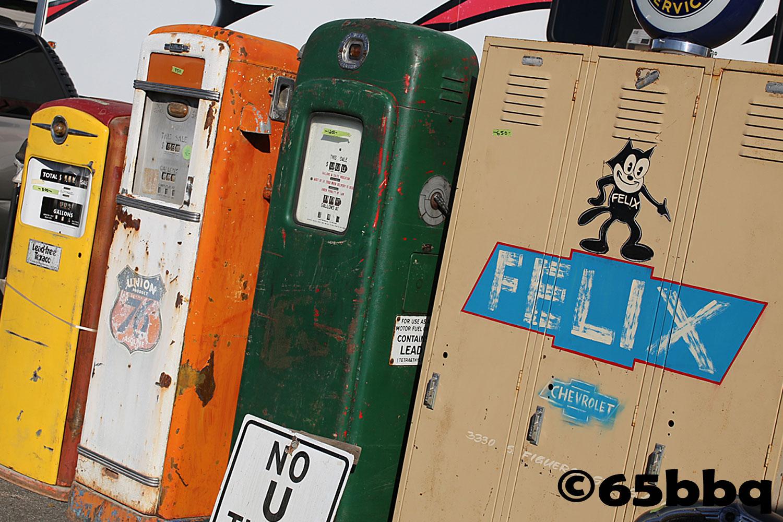 la-roadster-show-2017-65bbq-vintage-gas-pumps.jpg