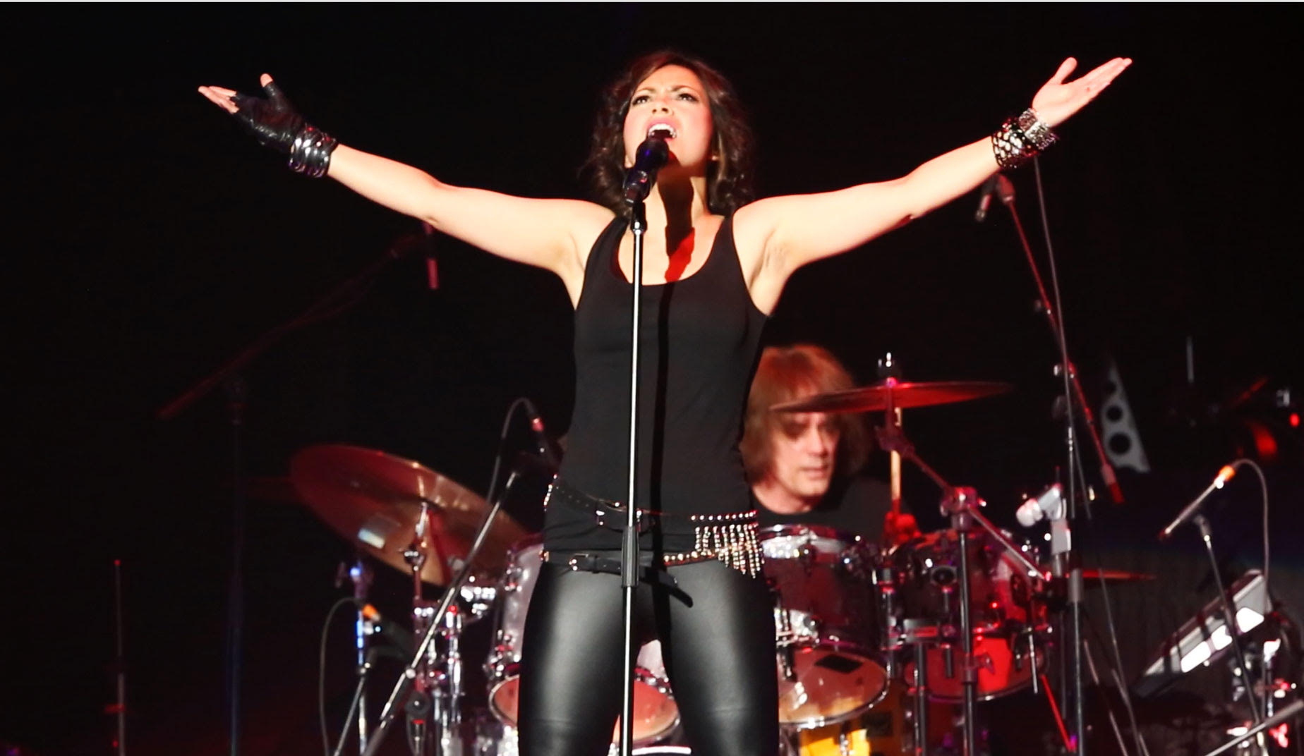 Emm Gryner performing with Trapper