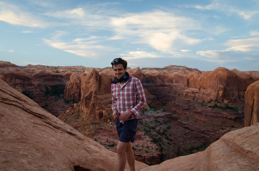 Will balancing on the 700 ft rim of Fool's Canyon.