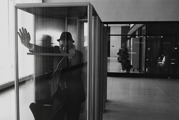 Garry Winogrand (American, 1928–1984), John F. Kennedy International Airport, New York, 1968. Gelatin silver print.  (Collection of John and Lisa Pritzker © The Estate of Garry Winogrand, courtesy Fraenkel Gallery, San Francisco)