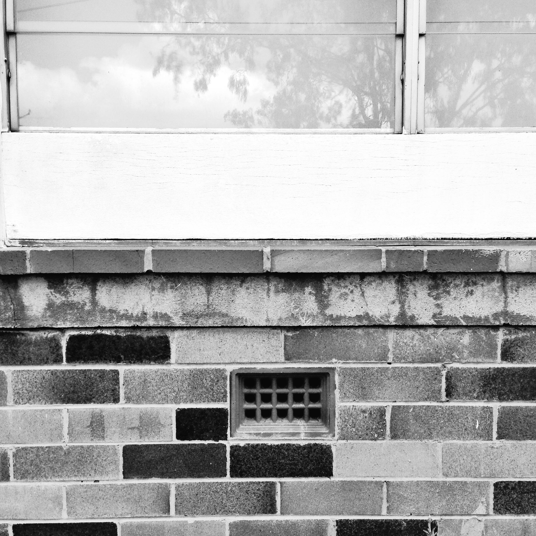 4. Front Window 400TX.JPG