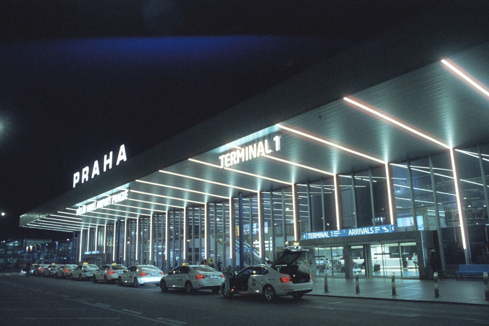Prague Airport, boxspeed, Canon A1, Sigma 28mm