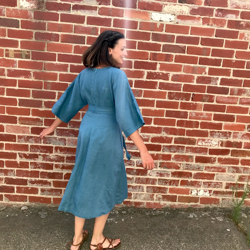 V9253 Vogue Deep V Kimono Dress back zipper