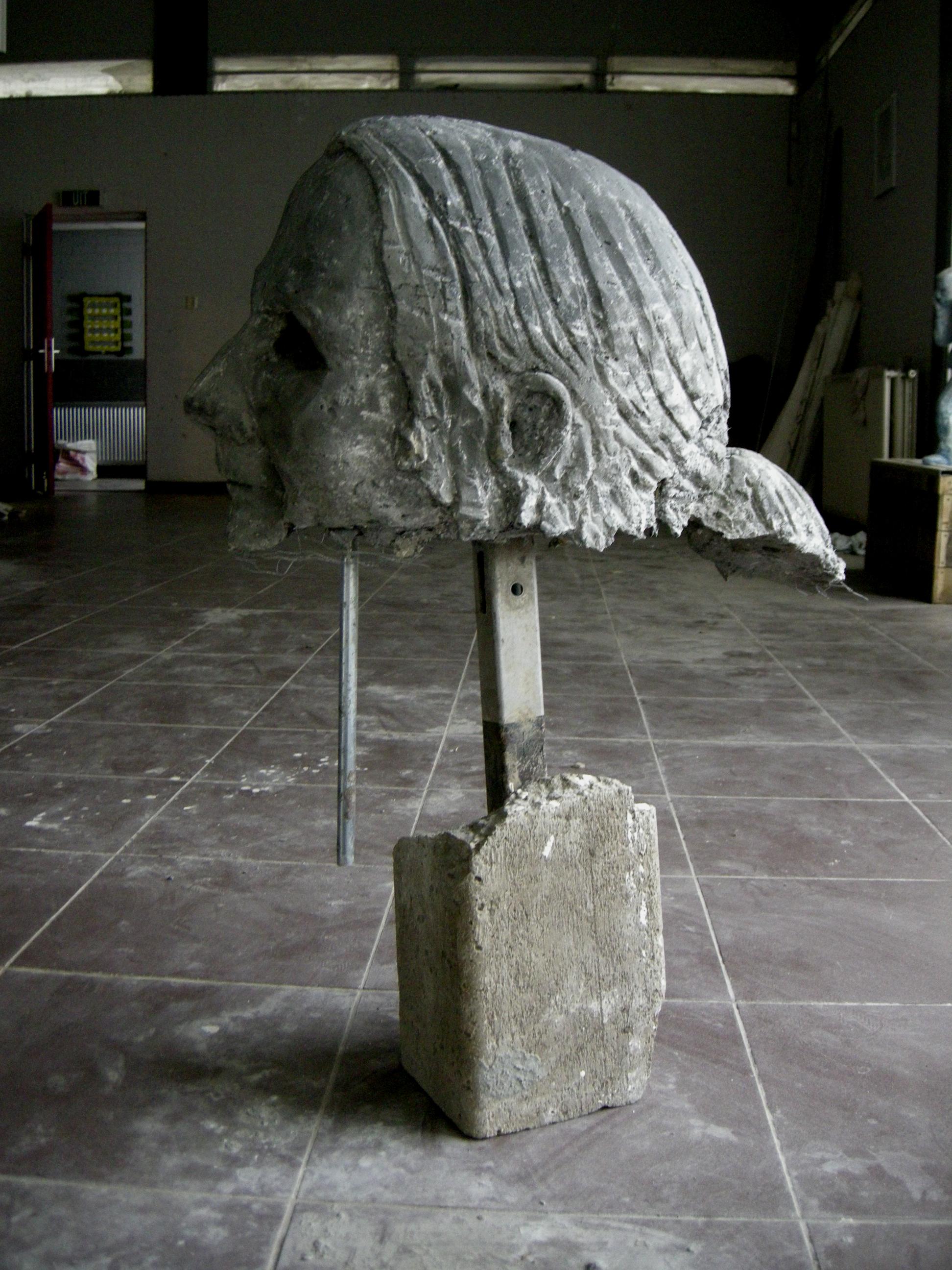 Spinoos | betonafgietsel, 87 x 32 x 65cm, 2014