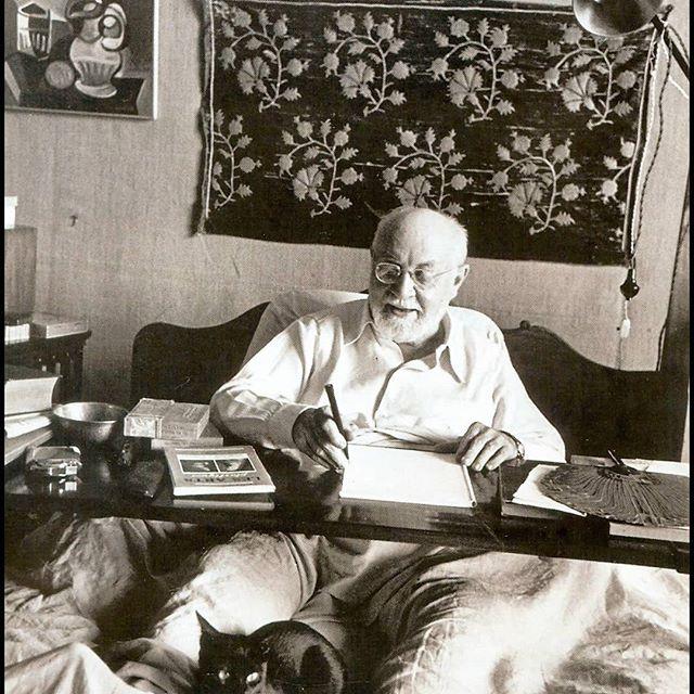 Hi! Dit is #deweekmet @vicky_pylorides :) Er zijn talloze kunstenaars die mij inspireren, maar één van de belangrijkste is toch wel Henri Matisse. Niet alleen vanwege zijn kleurgebruik maar vooral ook omdat interieur en textiel (mijn passies ☺️) belangrijke elementen in zijn werk zijn. Matisse was reislustig en verzamelde tijdens zijn reizen veel bewerkte textielstukken die hem in zijn werk inspireerden. Zie👆een selectie van deze werken 〰️🎨 #yeds #koppeltkunst #instatakeover #keepinspired #matisse #textiel #textielkunst #interieur #colorfullinteriors