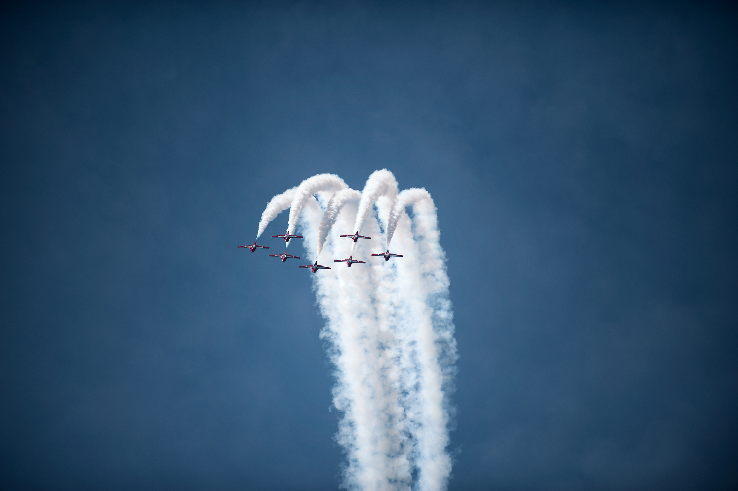 Snowbirds climb high into the sky, turn on the smoke and flip over backwards