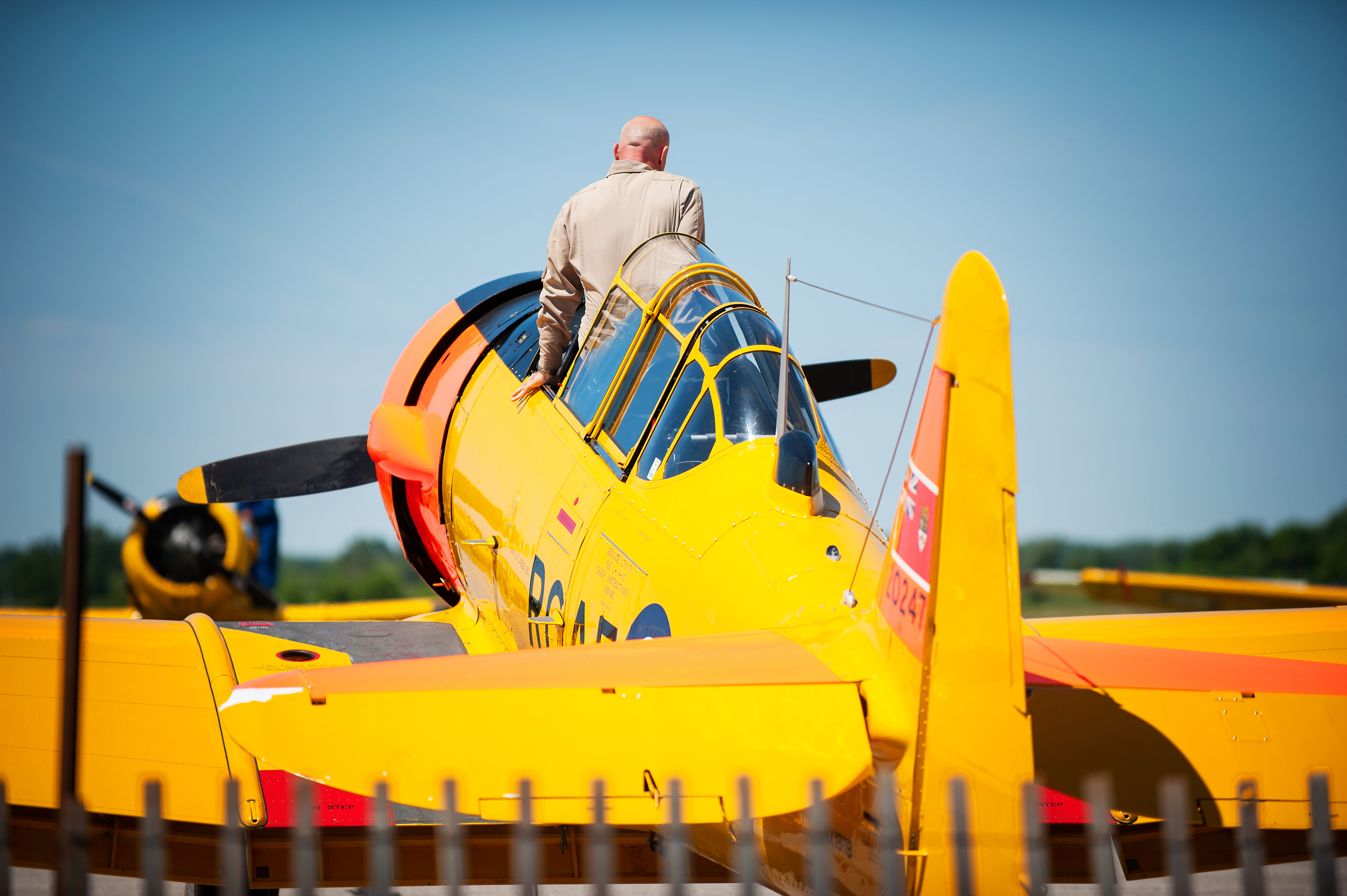 Rick Volker, A Harvard Aerobatics Pilot gets in his harvard and taxi's up to put on quite an impressive solo aerobatics display. Who knew the harvard could do the things he made it do!