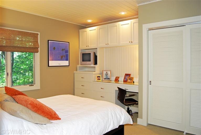 15old-bedroom2.jpg