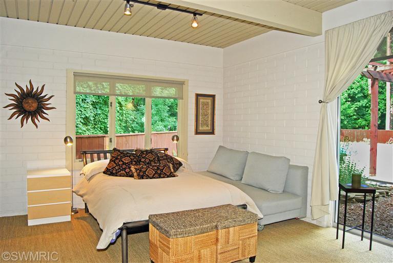 19old-bedroom3.jpg