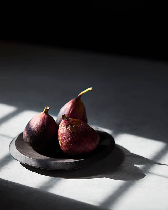 figs and...light. 👍 • • • • #foodphotography #foodlighting #bakefeed #macroshot #igfood #foodgram #f52grams #foodpic #buzzfeast #lifeandthyme #food52 #foodandwine #bareaders #tastemade #vscocook #eeeeeats #foodart #foodgawker #foodvsco #gloobyfood #yahoofood #huffposttaste #figs #figseason #feedfeed #hardlightfood