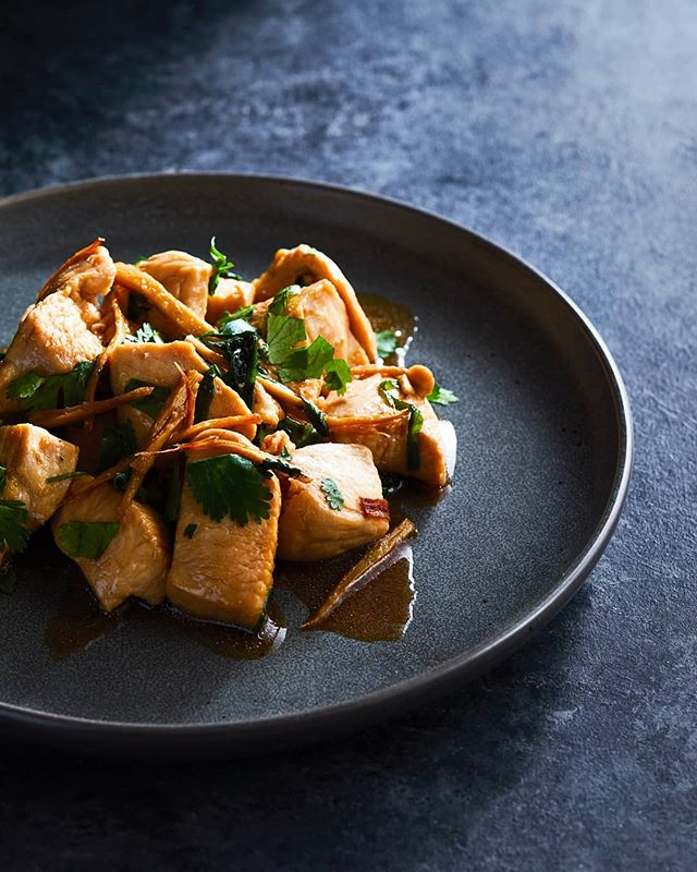 Ginger scallion chicken again. Just a little more in your face . . . F/9. One light through a frost diffuser to keep the light harsh but soften the shadow edges just a little. . . . #gingerchicken #foodphotography #foodlighting #bakefeed #igfood #foodgram #f52grams #foodpic #buzzfeast #lifeandthyme #food52 #foodandwine #bareaders #tastemade #vscocook #eeeeeats #foodart #foodgawker #foodvsco #gloobyfood #yahoofood #huffposttaste