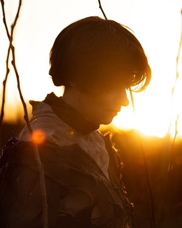 Decided to head out into the sunset yesterday to take a few photos of Arya Stark in celebration of Game of Thrones day today. Can't wait for all our friends to come over for the premiere party!  #sunsetsilhouette #aryastark #got #gameofthrones #cosplayphotographer #portraitphotographer #backlit #sunset_love #goldenhourlight #goldenhourphotography
