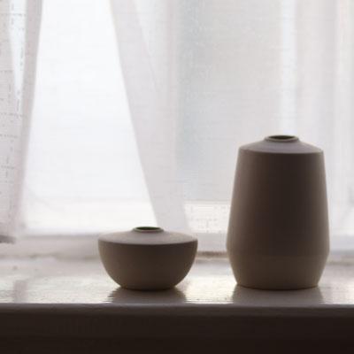 lizzie-simpson-white-minimalism-ceramics.jpg