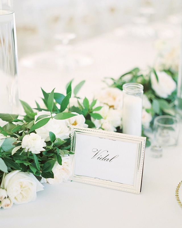 Greenery and whites is always such a classic. I'm curious though, who is going for the timeless white and greens look and who is going for colour? Any Pantone colour of the year? Leave your answer in the comment section below, I'm super curious!!! Shot taken for the uber talented @katienicollephotography. ⠀⠀⠀⠀⠀⠀⠀⠀⠀ Planner: @shaw_events  Florist: @fleurishdesignstudio  Venue: @kurtzorchardsweddings  Decor: @simplybeautifuldecor @warehouse_84  Cake: @thedessertroom  #kurtzorchardswedding #kurtzorchards #niagaraonthelake #niagaraonthelakewedding #niagaraonthelakephotographer #niagarafallscanada #pantone #pantonecoloroftheyear #pantone2019 #gracewoodestate #gracewoodestatewedding
