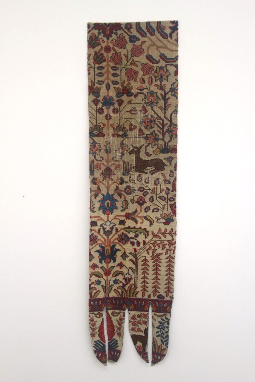 Fils à retenir / Threads to remember - Léuli Eshraghi, altered Persian carpet, dimensions variable, 2014