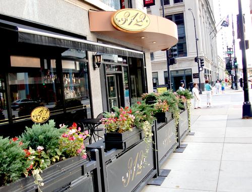 4e5bc7fc081b7-312-chicago-restaurant-review-11.jpg