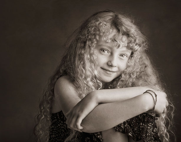 zanzo-Family-portrait-girl-curly-hair.jpg