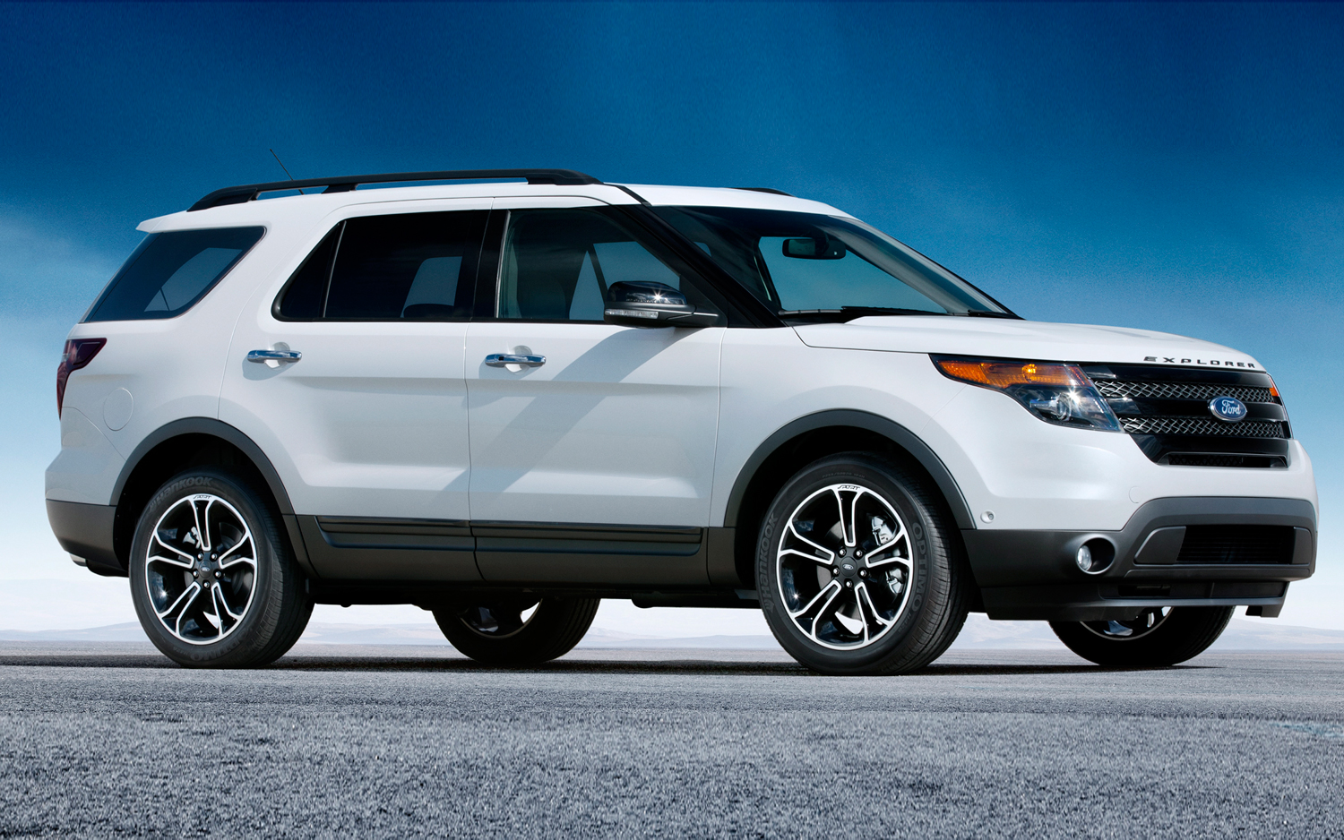 2013-ford-explorer-sport-side.jpg