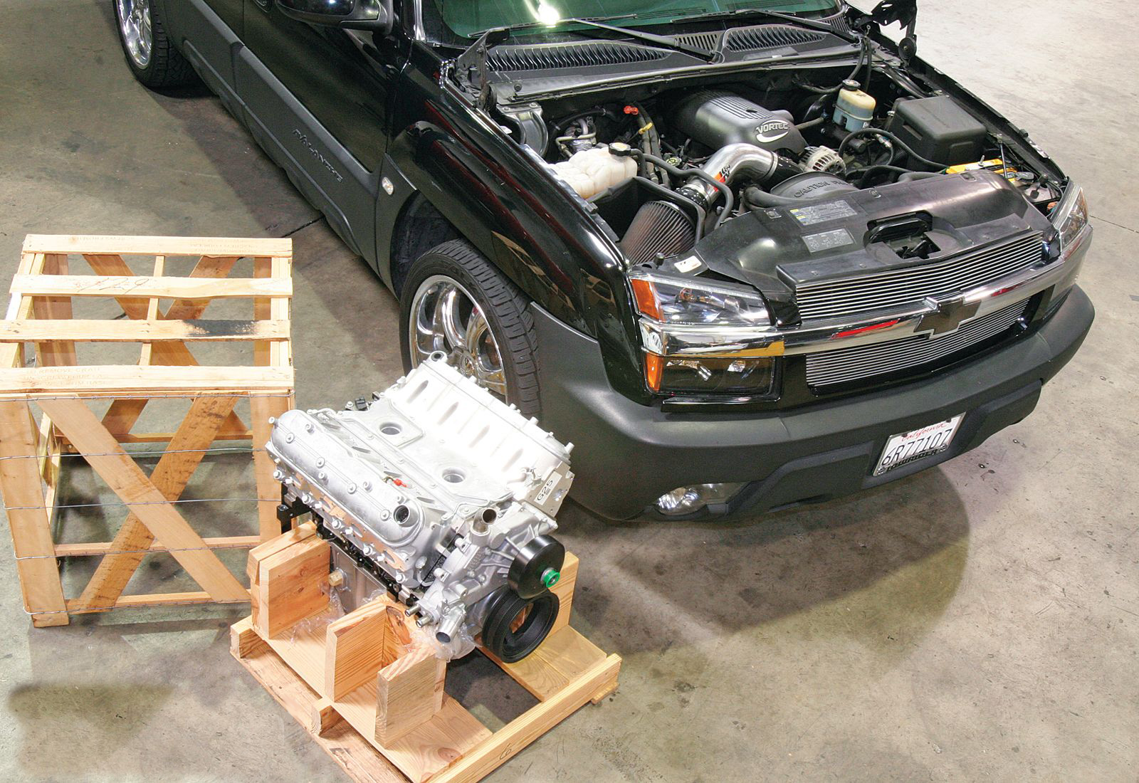 1002tr_03+gm_performance_parts_ls327_crate_engine+protective_wooden_crate.jpg