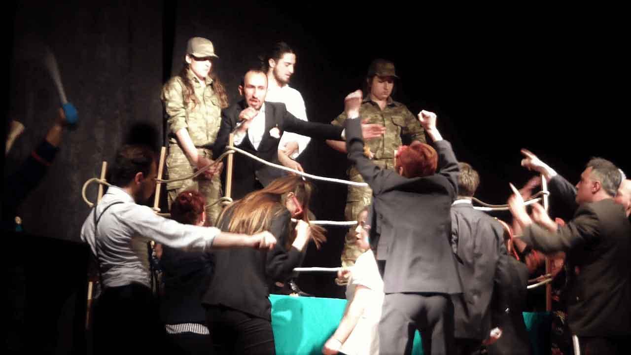 tiyatrohane-dfs11.jpg