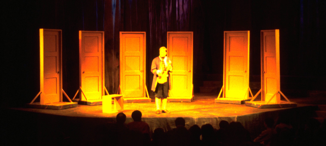 Gulliver's Travels. The set consisted of seven rolling doors, each indicating a new idealized possible world.