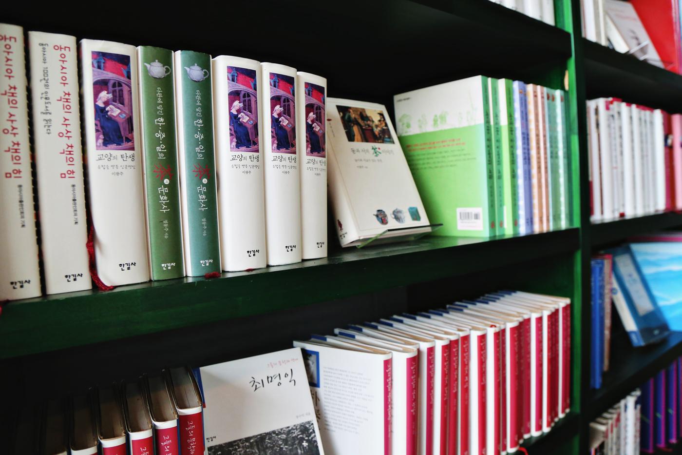 ForestaBookCafe03.jpg