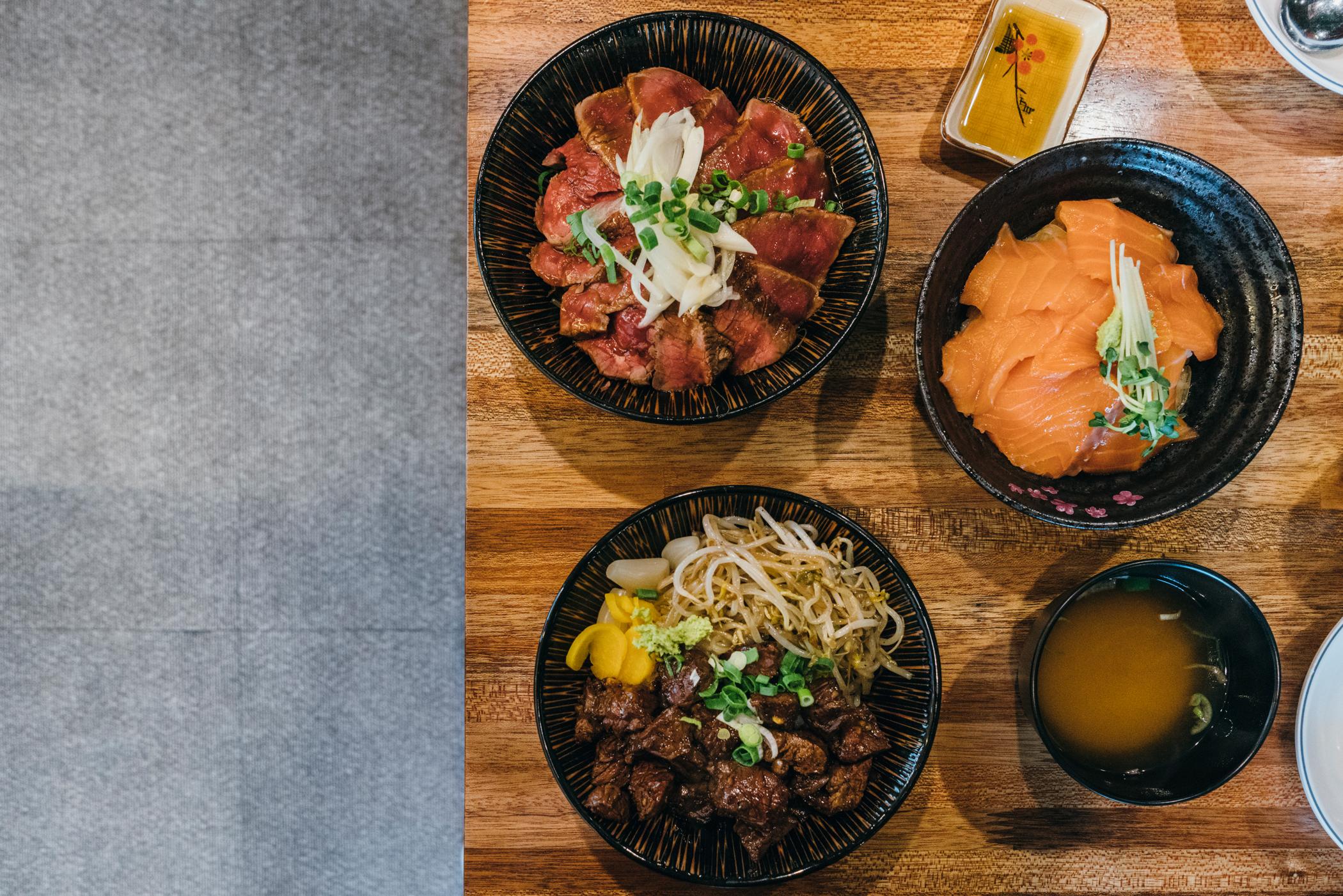 Greysuitcase in Seoul: Gaemi (고기카페개미),Sangsu (상수), South Korea.스테이크 덮밥,큐브스테이크 덮밥,연어 덮밥.