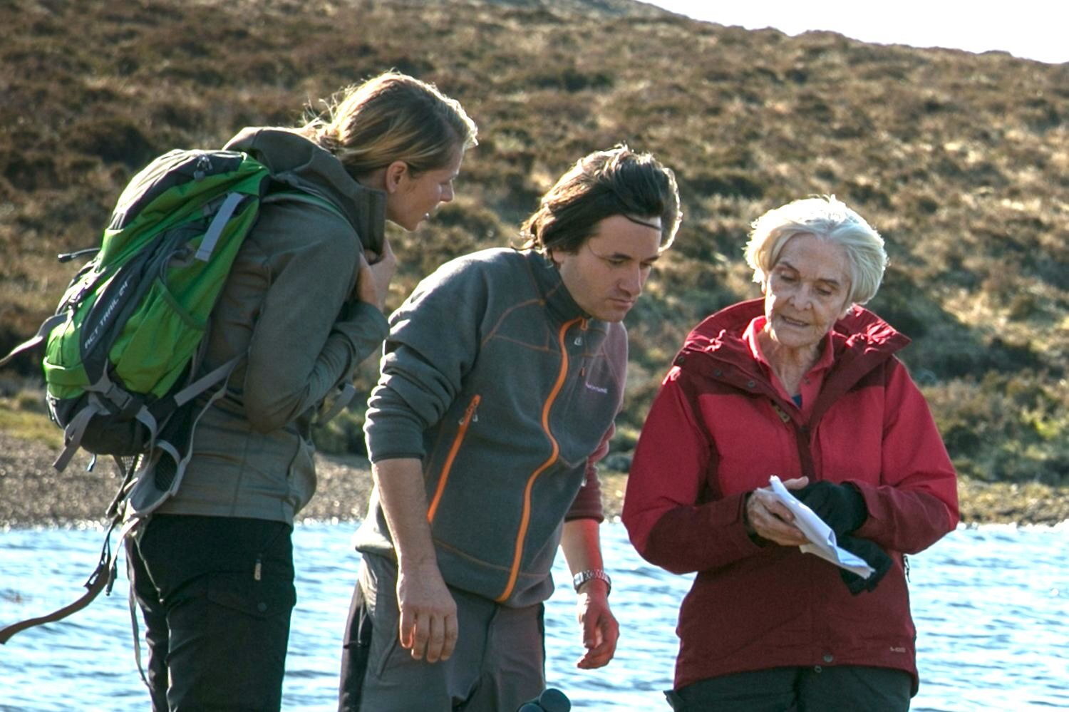 Simon chats over a scene where Edie meets a hiker with Sheila Hancock and Daniela Bräuer