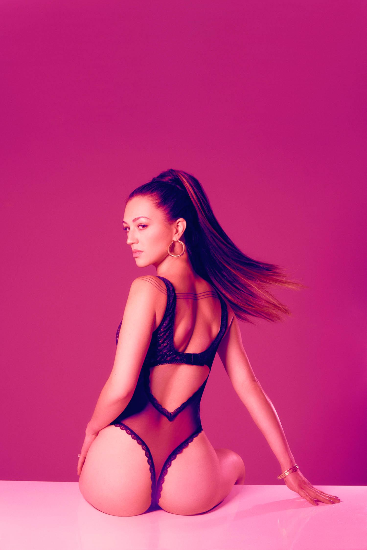 Ariana Grande 7 rings inspired photoshoot