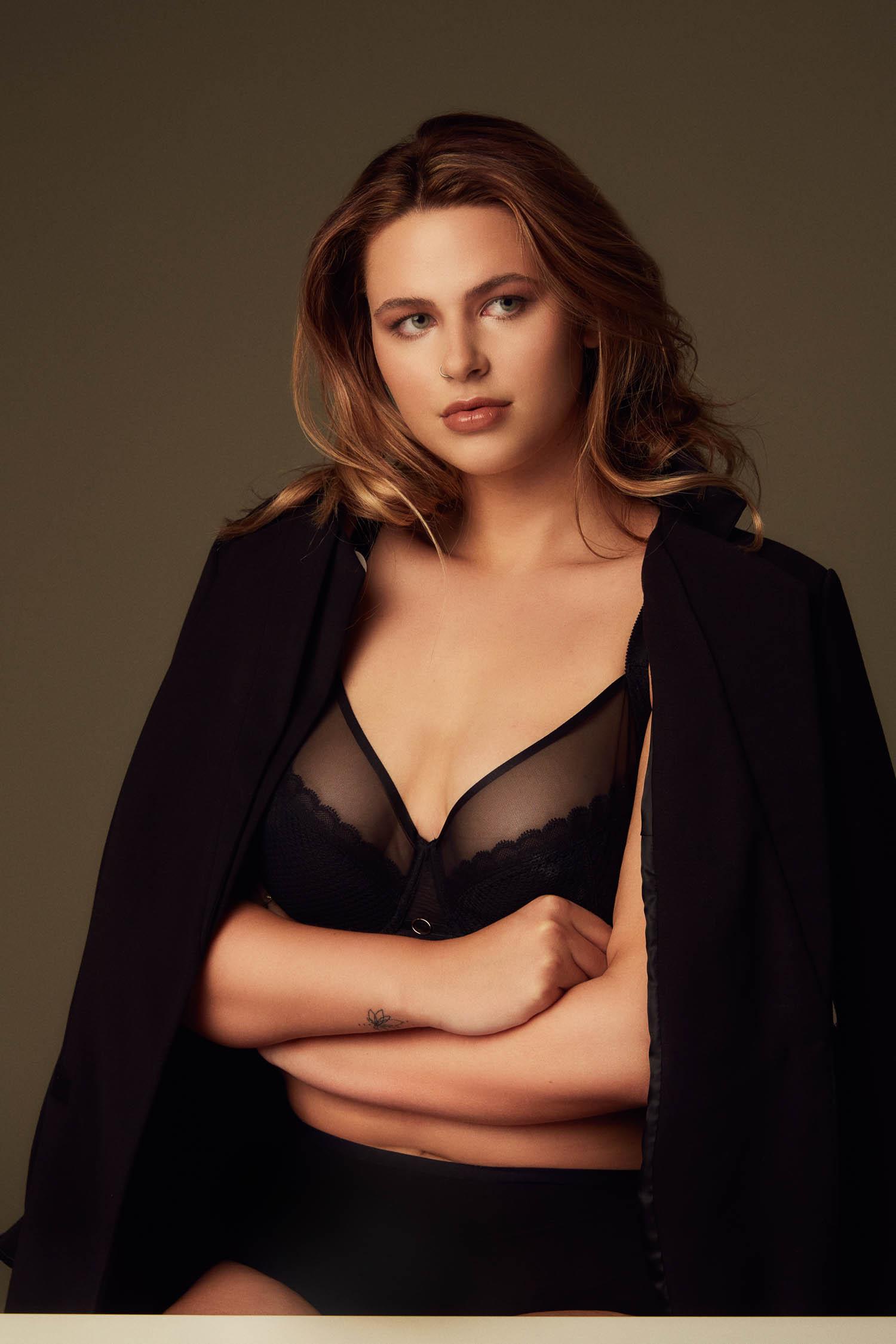 Curve model wearing a black bra set for model test