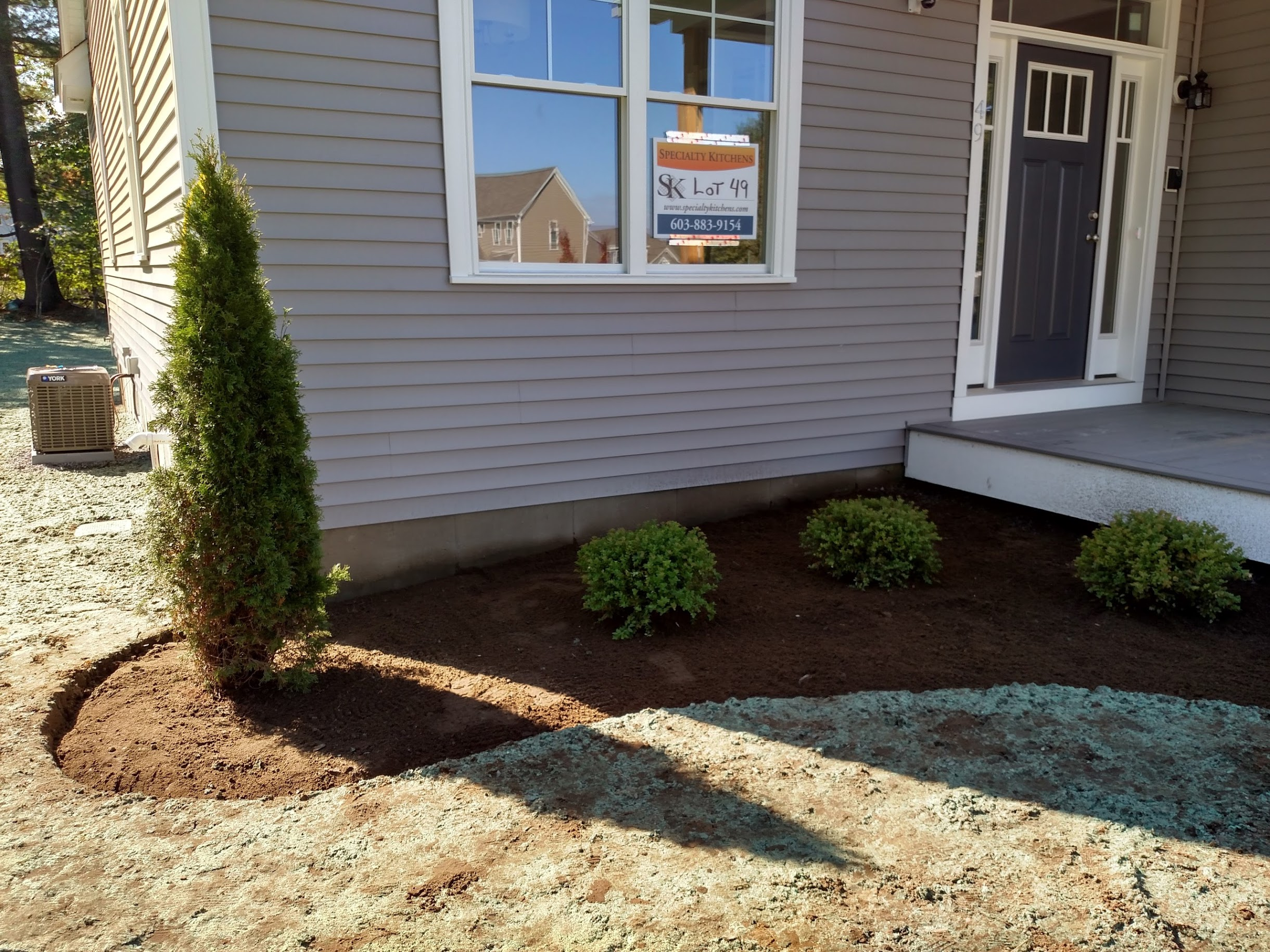 Contractor plantings on move-in day