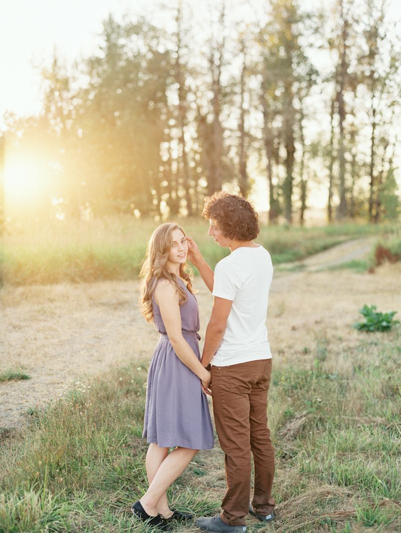Linnea-Paulina-Photography-film-wedding-photographer-washington-engagement-session01-5.jpg