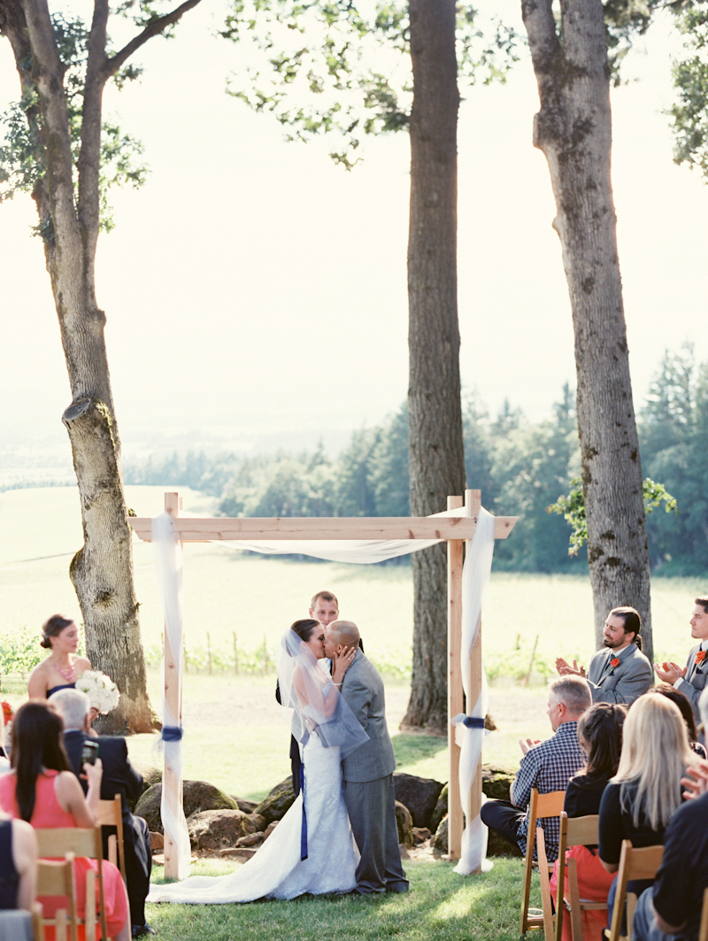 linnea-paulina-film-wedding-photographer-oregon-vineyard001-13.jpg