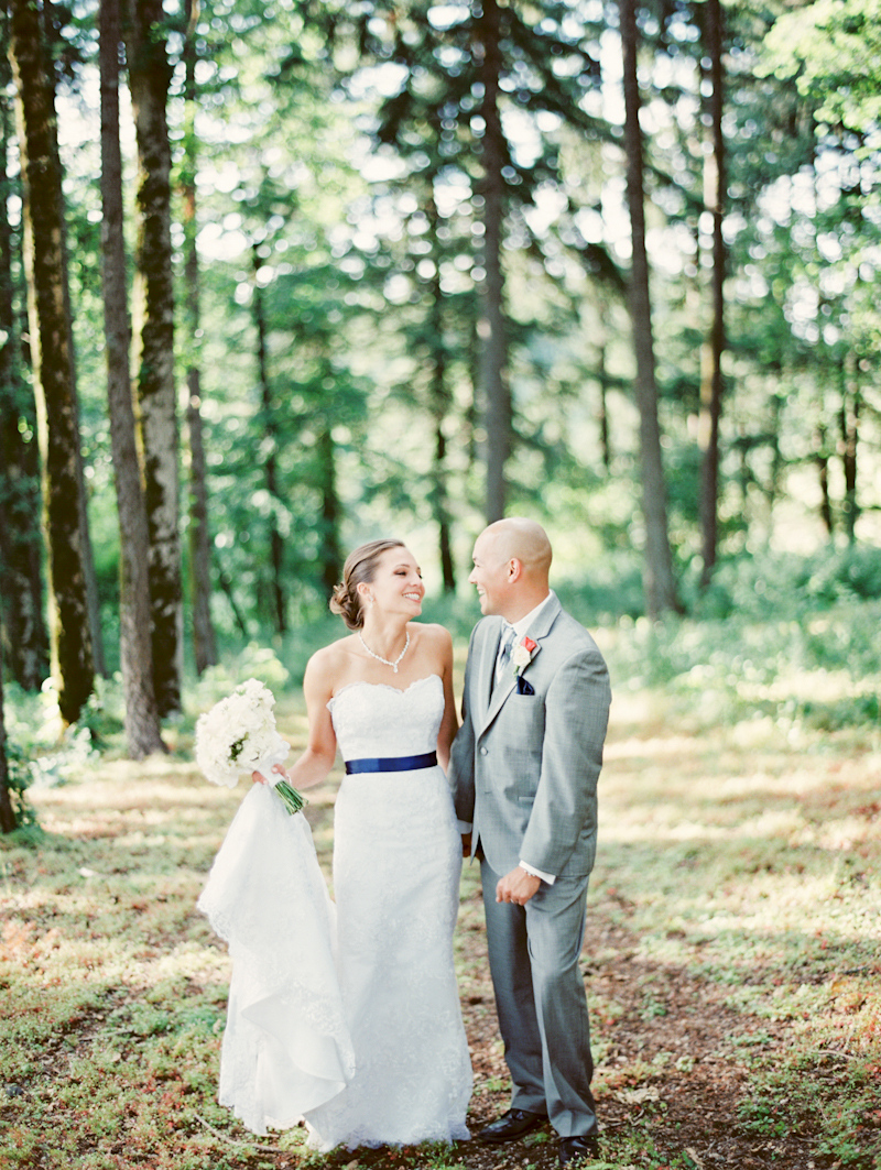 linnea-paulina-film-wedding-photographer-oregon-vineyard001-17.jpg