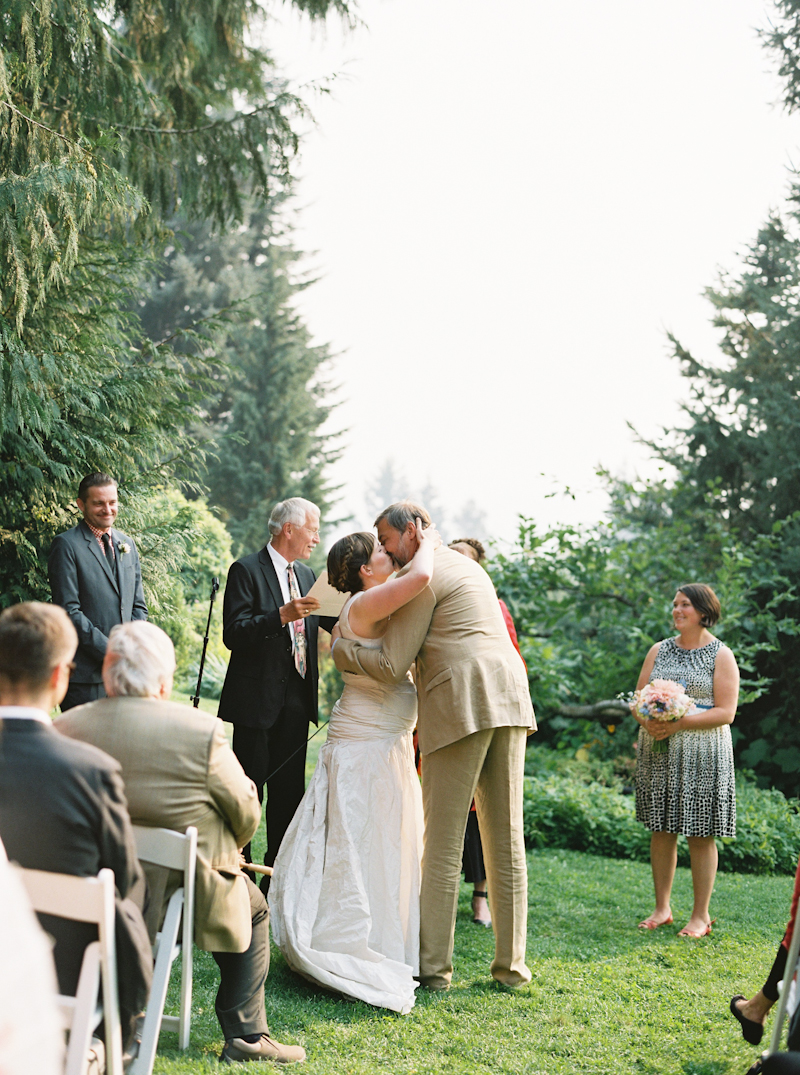 mt-hood-organic-farm-wedding-film-024.jpg